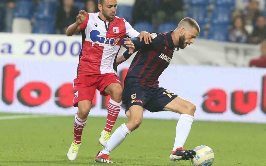 """Andrea Costa (Reggiana): """"Se ricominceremo sarà un campionato diverso. Alla Reggio Calcio ho vissuto momenti unici e conosciuto persone fantastiche. Cigarini? Grazie a lui vincevamo tutto"""""""